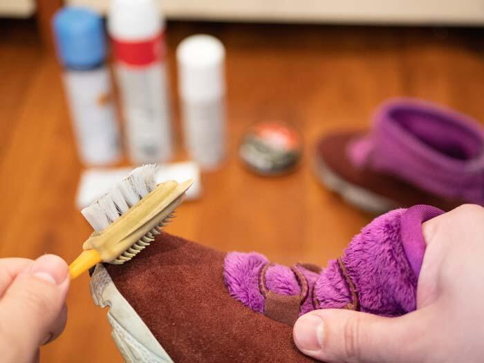 Ayakkabıları çamaşır suyu ile temizlemek